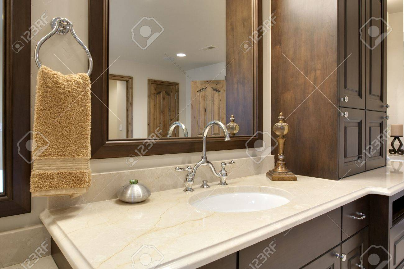 Bathroom Counter Detail Stock Photo - 5614873