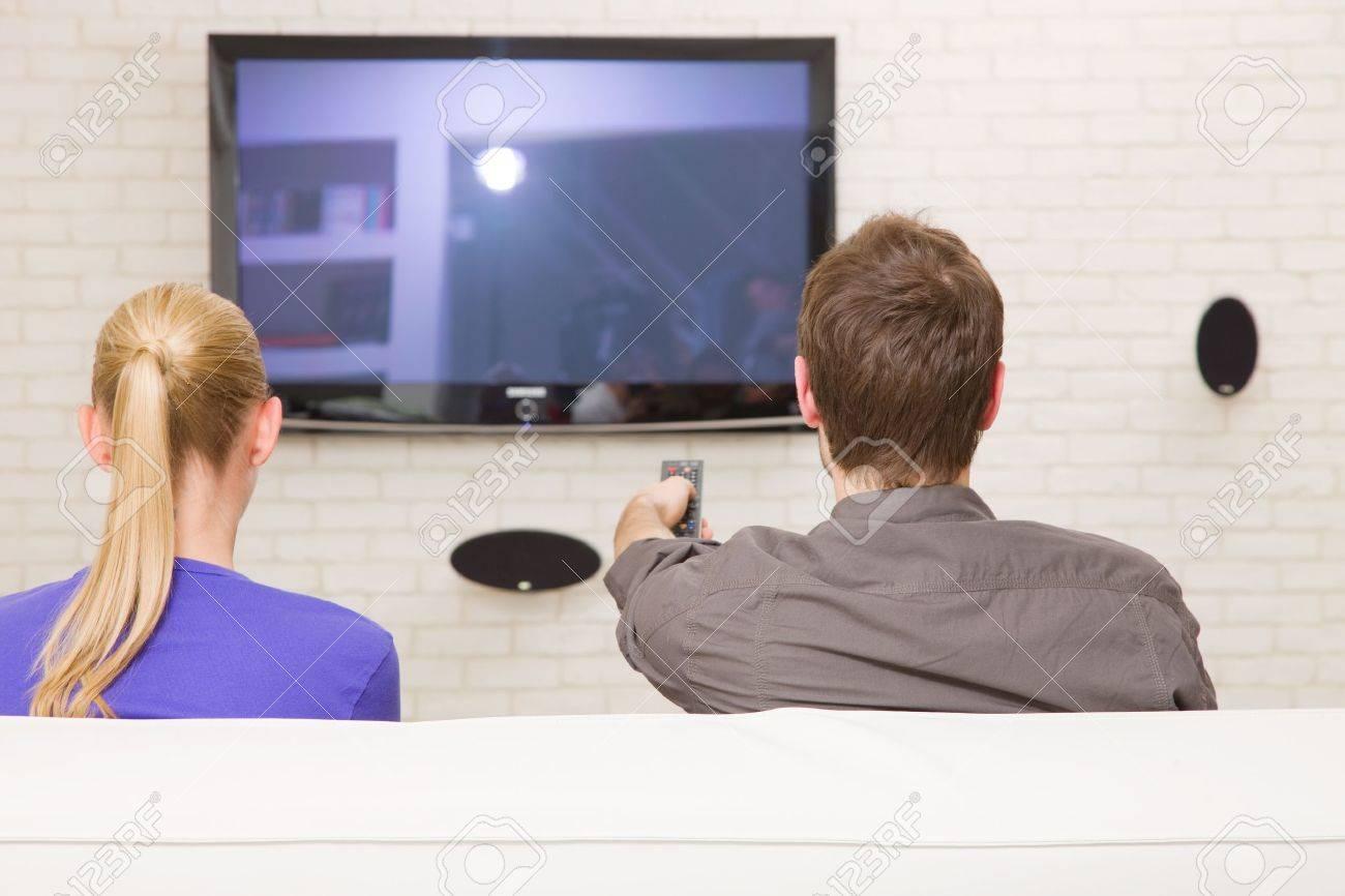 couple watching tv - 12891149