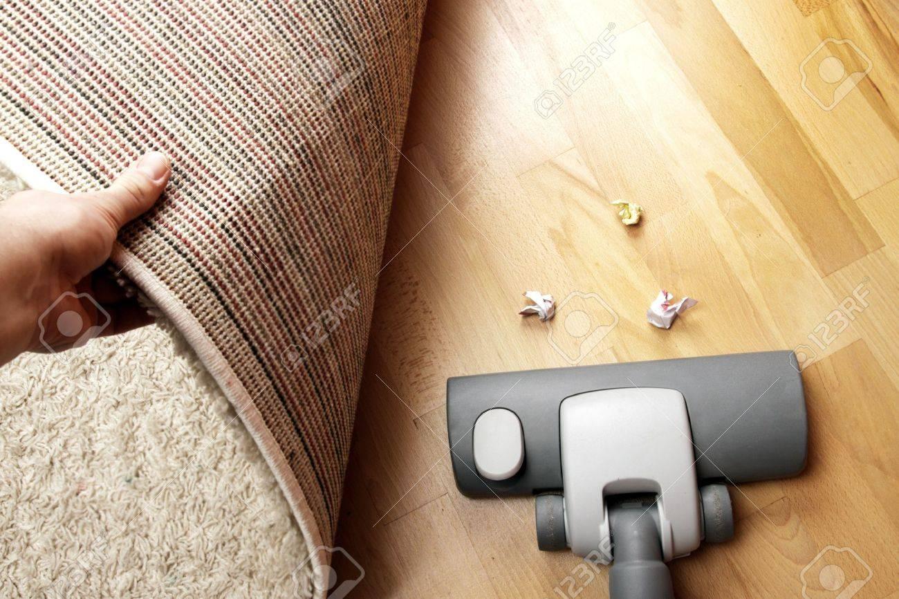Vacuuming the carpet Stock Photo - 18516457