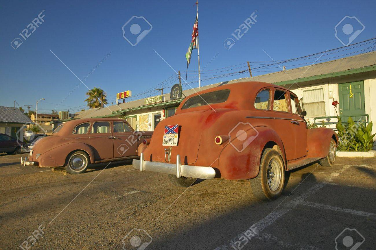 Historic Vintage Roadside Motel On Old Route 66 Welcomes Old.. Stock ...