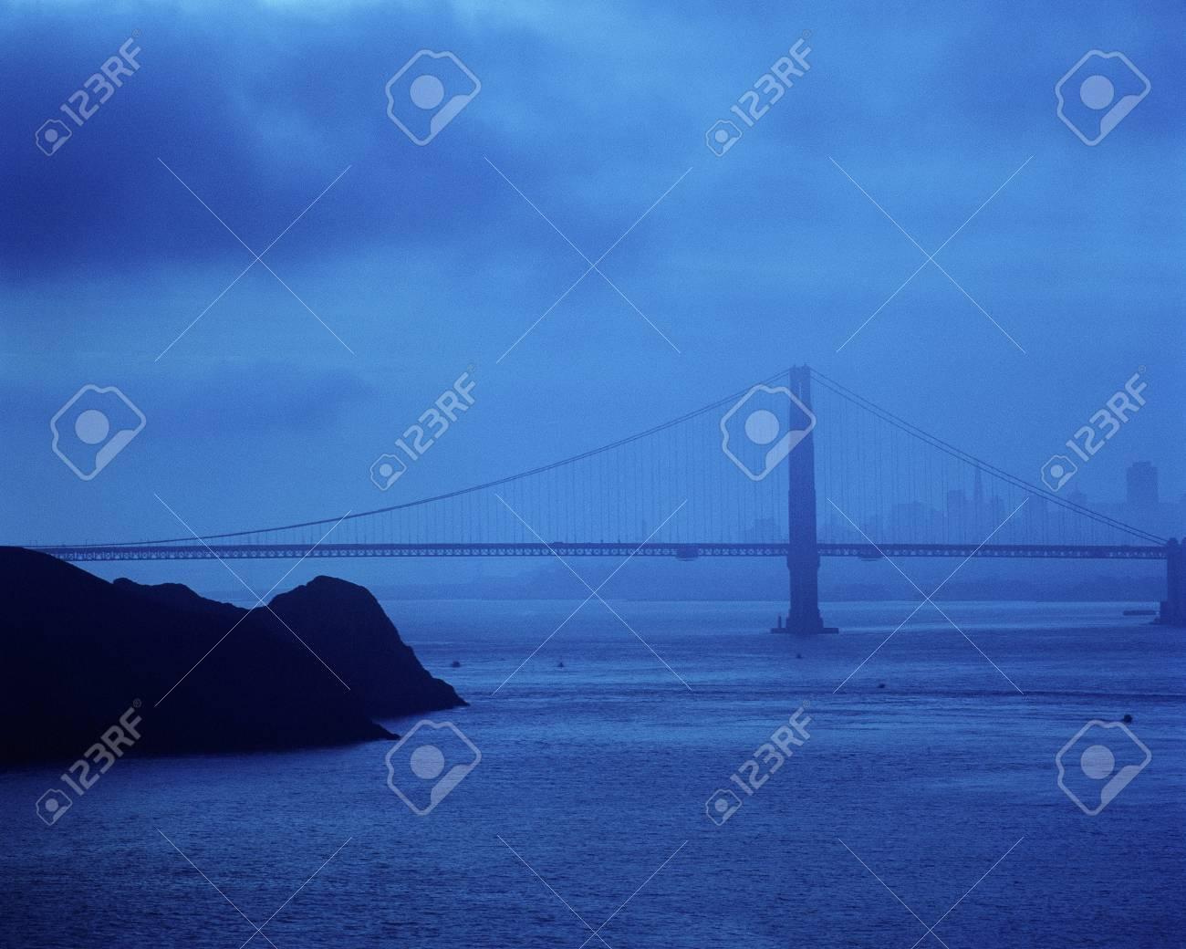 Evening falling on Golden Gate Bridge Stock Photo - 20487047