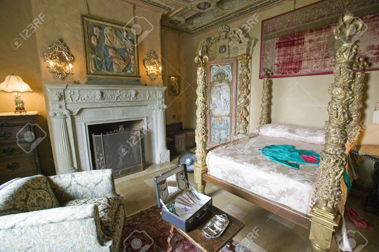 interior of guest bedroom at hearst castle america s castle rh 123rf com