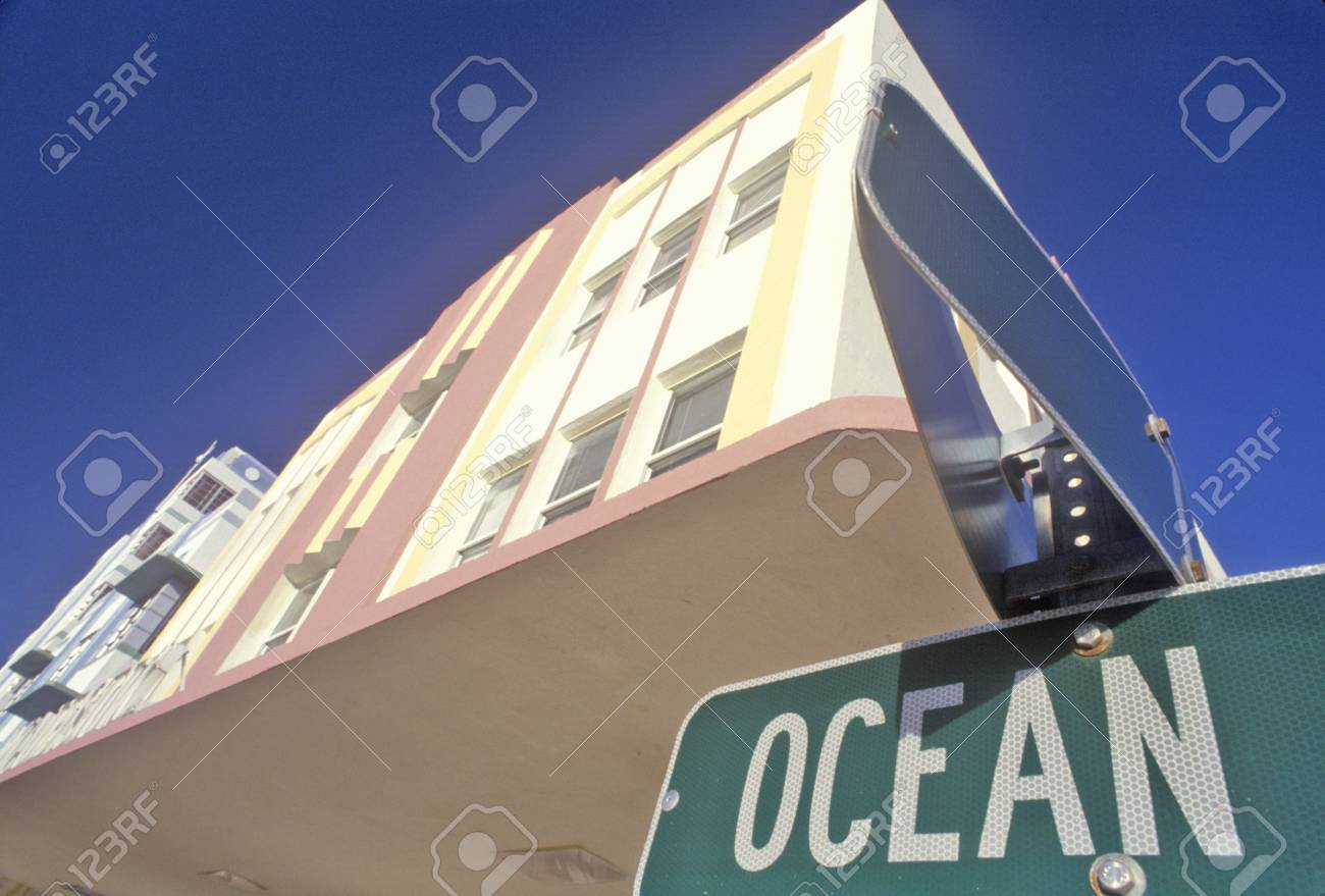 Ocean Boulevard in the Art-Deco District of south beach, Miami Beach, Florida Stock Photo - 20476256