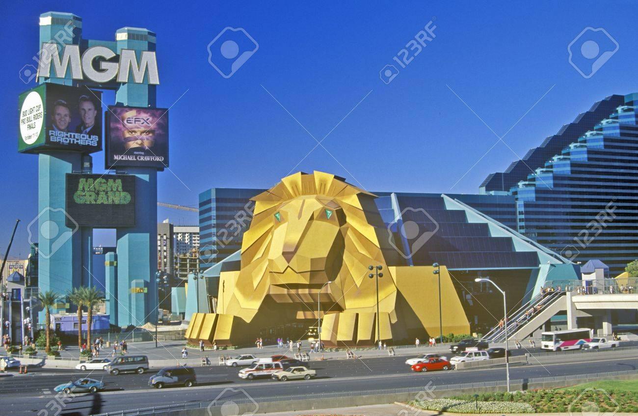 Replik Des Lowen Am Eingang Des Mgm Grand Hotel Las Vegas Nv Lizenzfreie Fotos Bilder Und Stock Fotografie Image 20491340