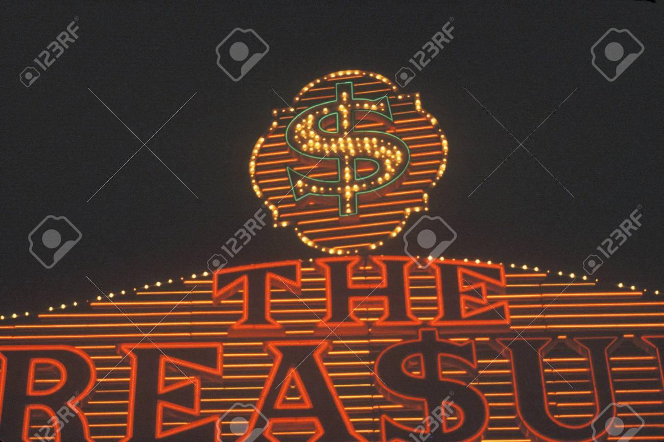 Los letreros de neón en la noche en Las Vegas, NV Foto de archivo - 20526649