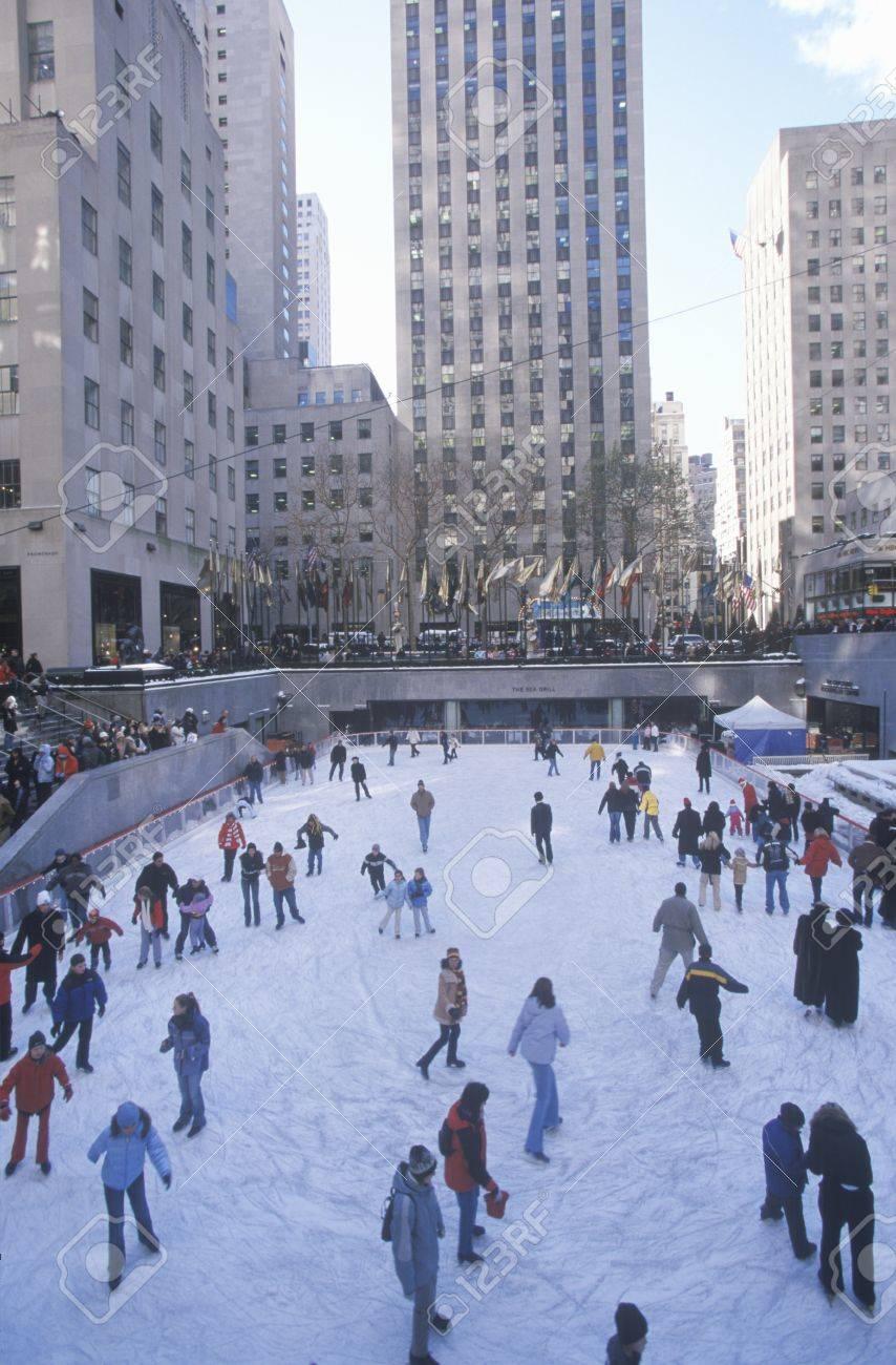 Plaza Rockefeller De Hielo Cubierto De Nieve Pista De Patinaje Y El ...