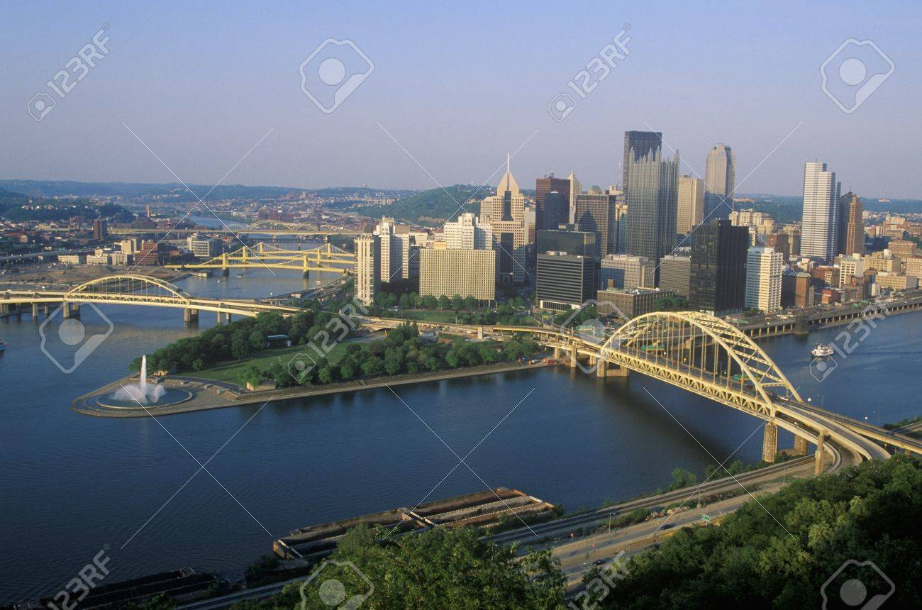 Liberty Bridge over Allegheny River at sunset with Pittsburgh skyline, PA Stock Photo - 20513141