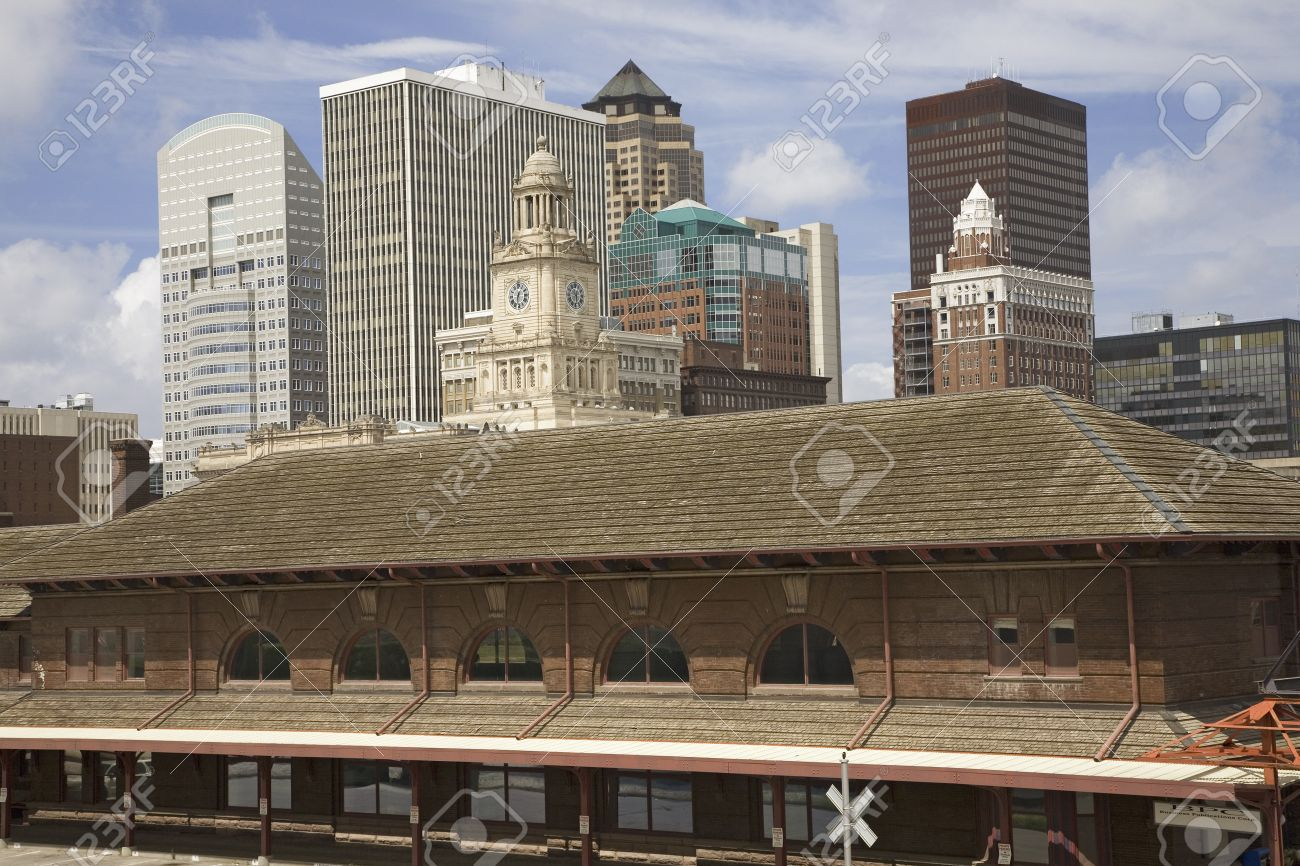 Old Railroad Station Framing View Of Des Moines Skyline, Capital ...