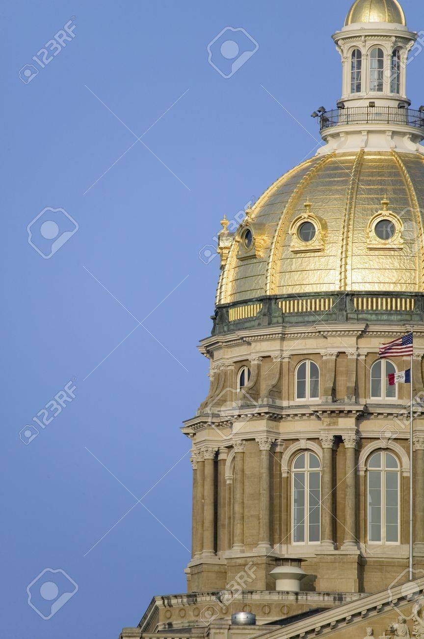 Capital Del Estado De Iowa, Con Primer Plano De Cúpula Dorada, Des ...