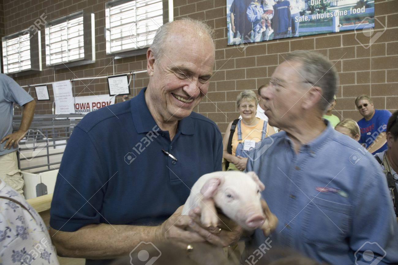 Former U S Senator And Actor Of Law Order Fred Thompson Holding Stock Photo Picture And Royalty Free Image Image 20802388