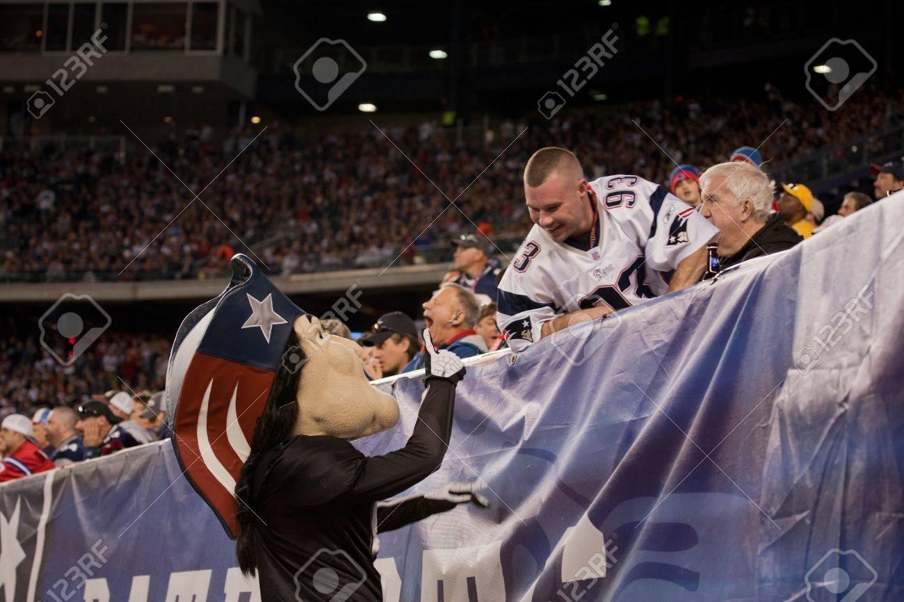 BOSTON - OCTOBER 16  Pat Patriot Mascot for the New England Patriots NFL  Football Team 5c14fa03998e
