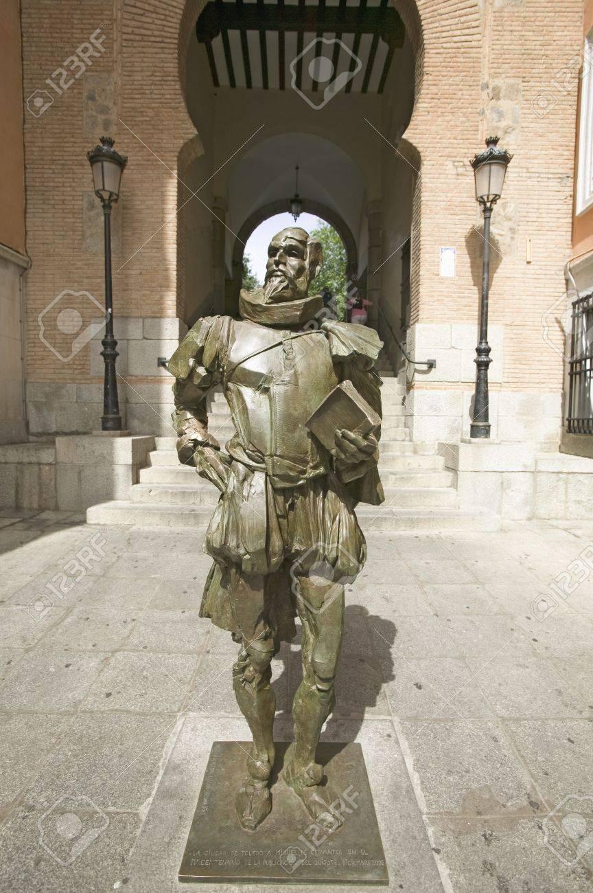 Statue Moderne De Don Quichotte, écrit Par L\'auteur Miguel De ...