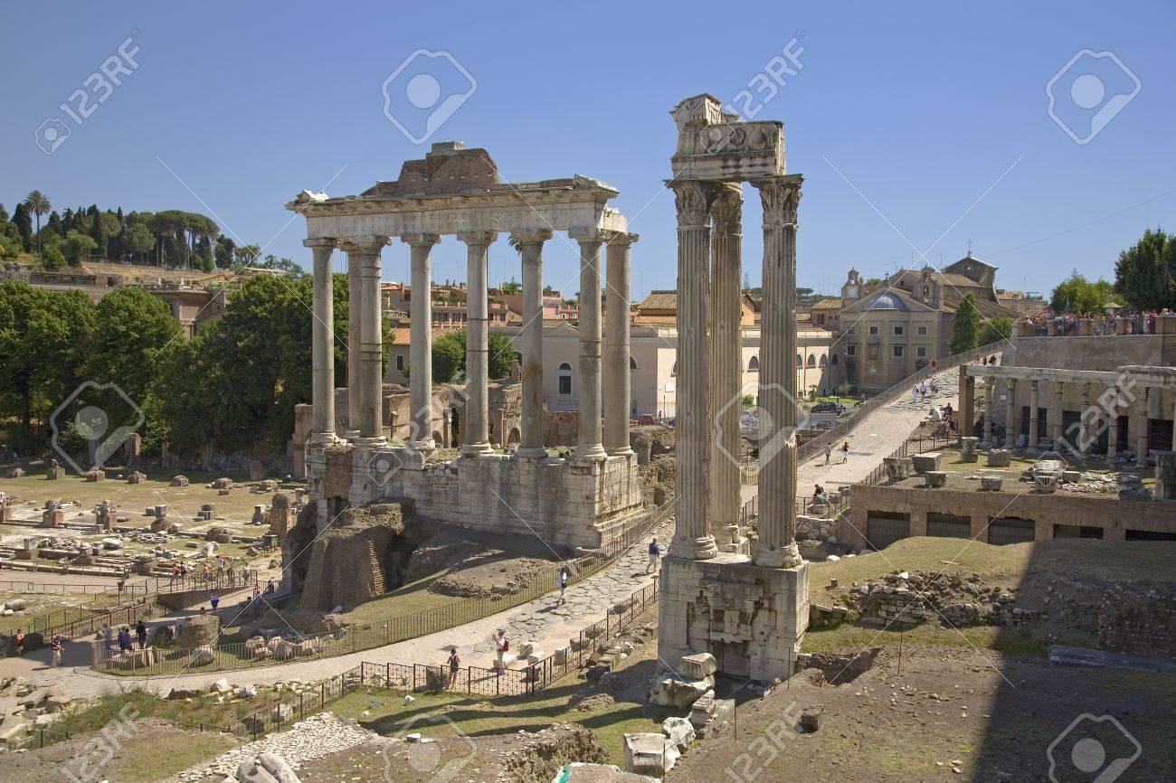 サートゥルヌス神殿とウェスパシ...