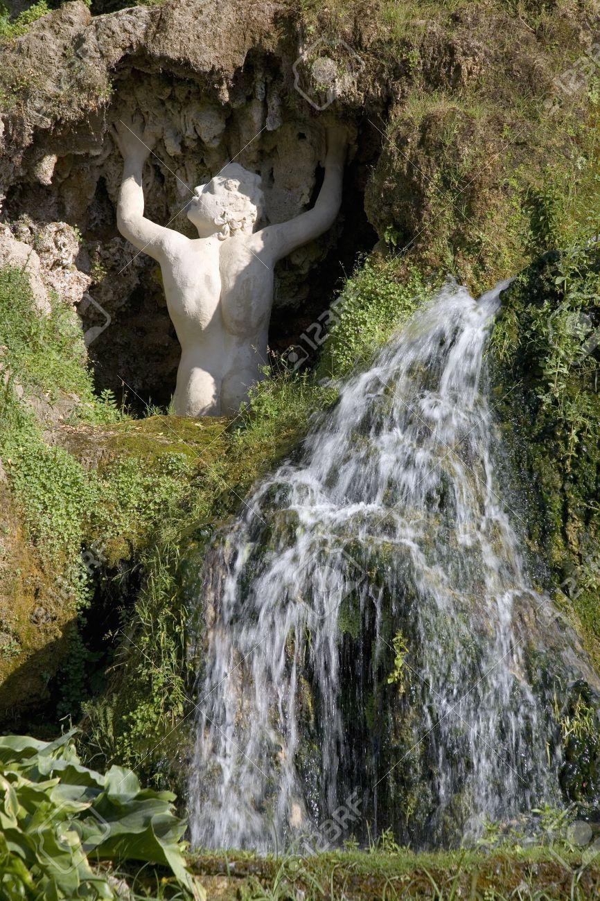 Villa D Este Jardin Et Fontaines De Tivoli Pres De Rome En Italie En Europe A Commande Et Construit Par Le Cardinal Hippolyte D Este Fils De