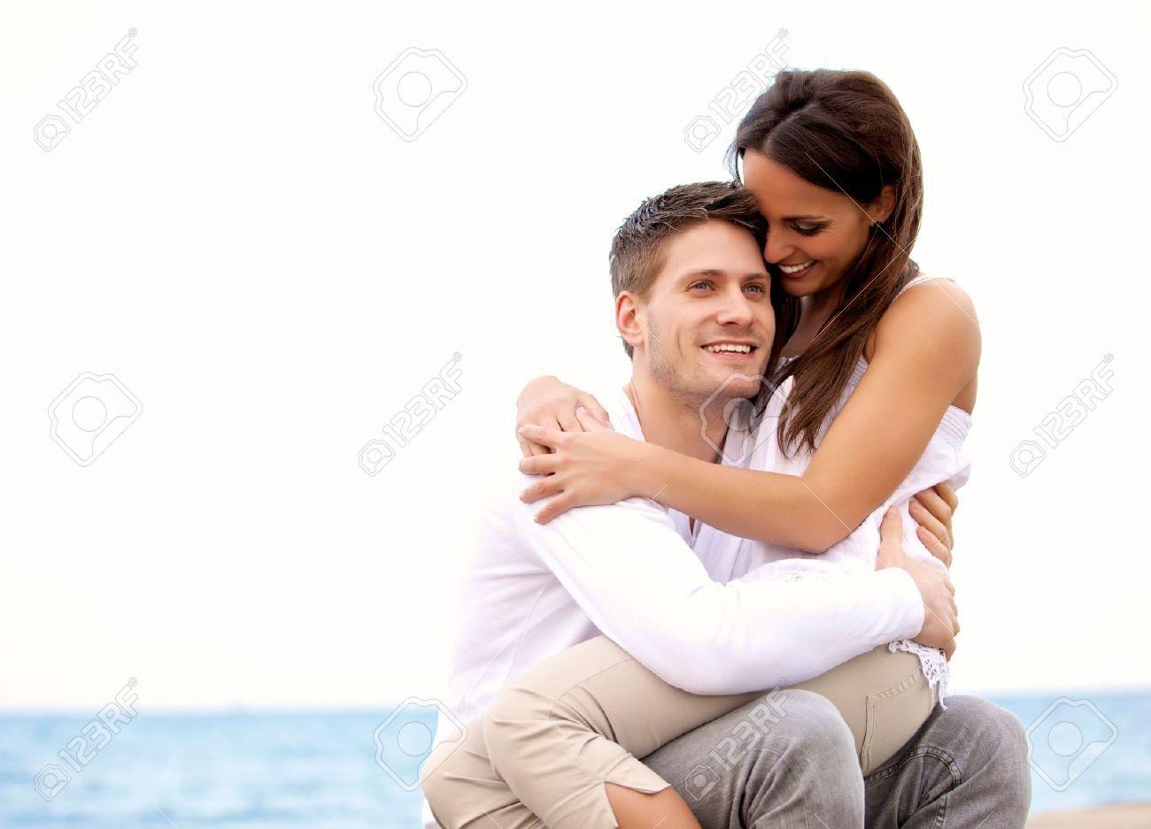 Фото девушка на коленках у парня