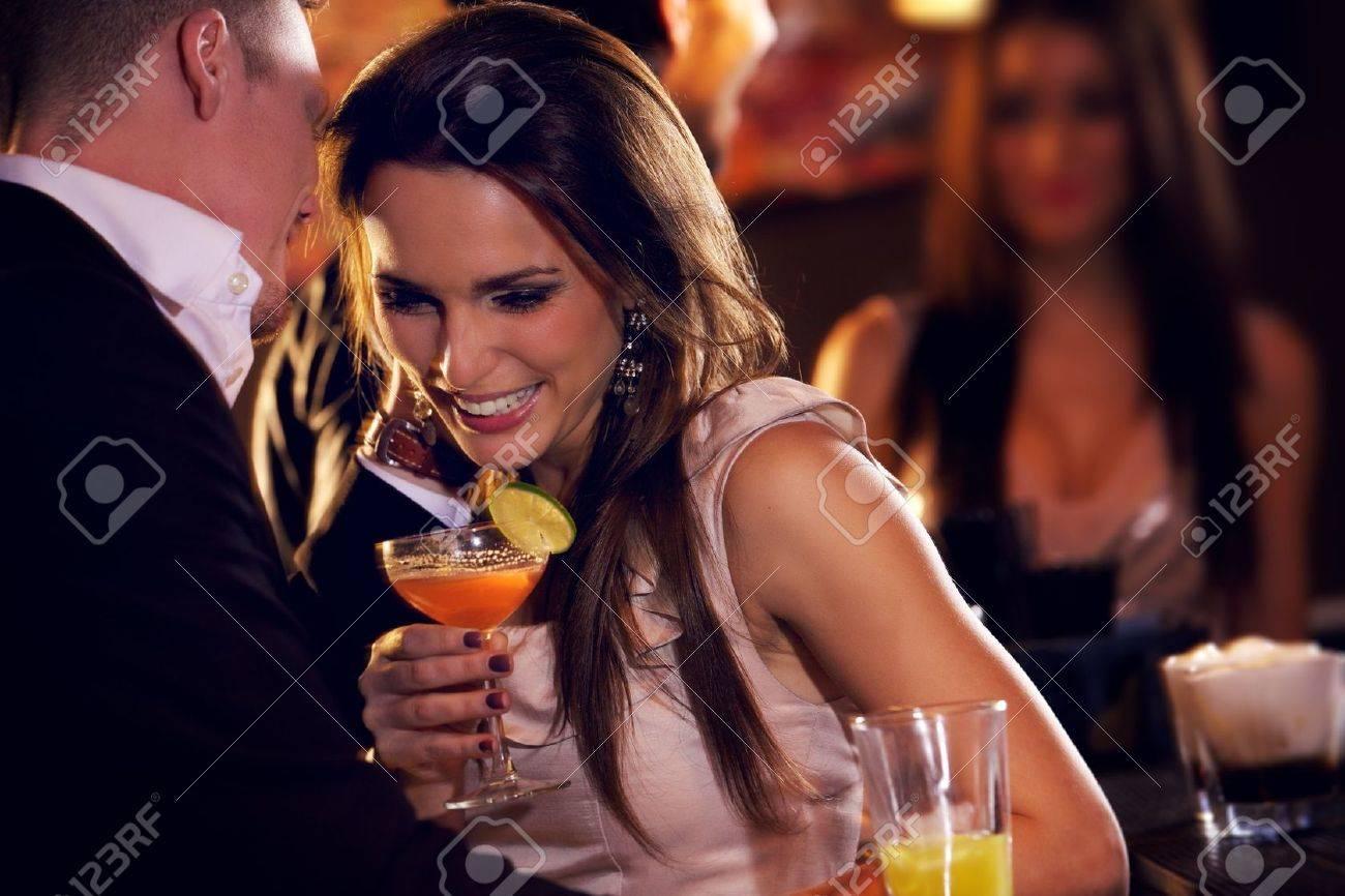 Смотреть что женщины делают в баре 6 фотография