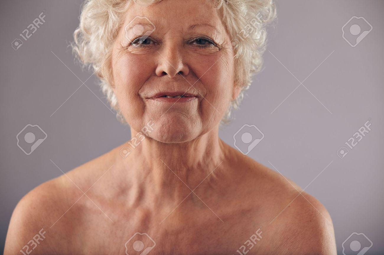 golie-babushki-80-let
