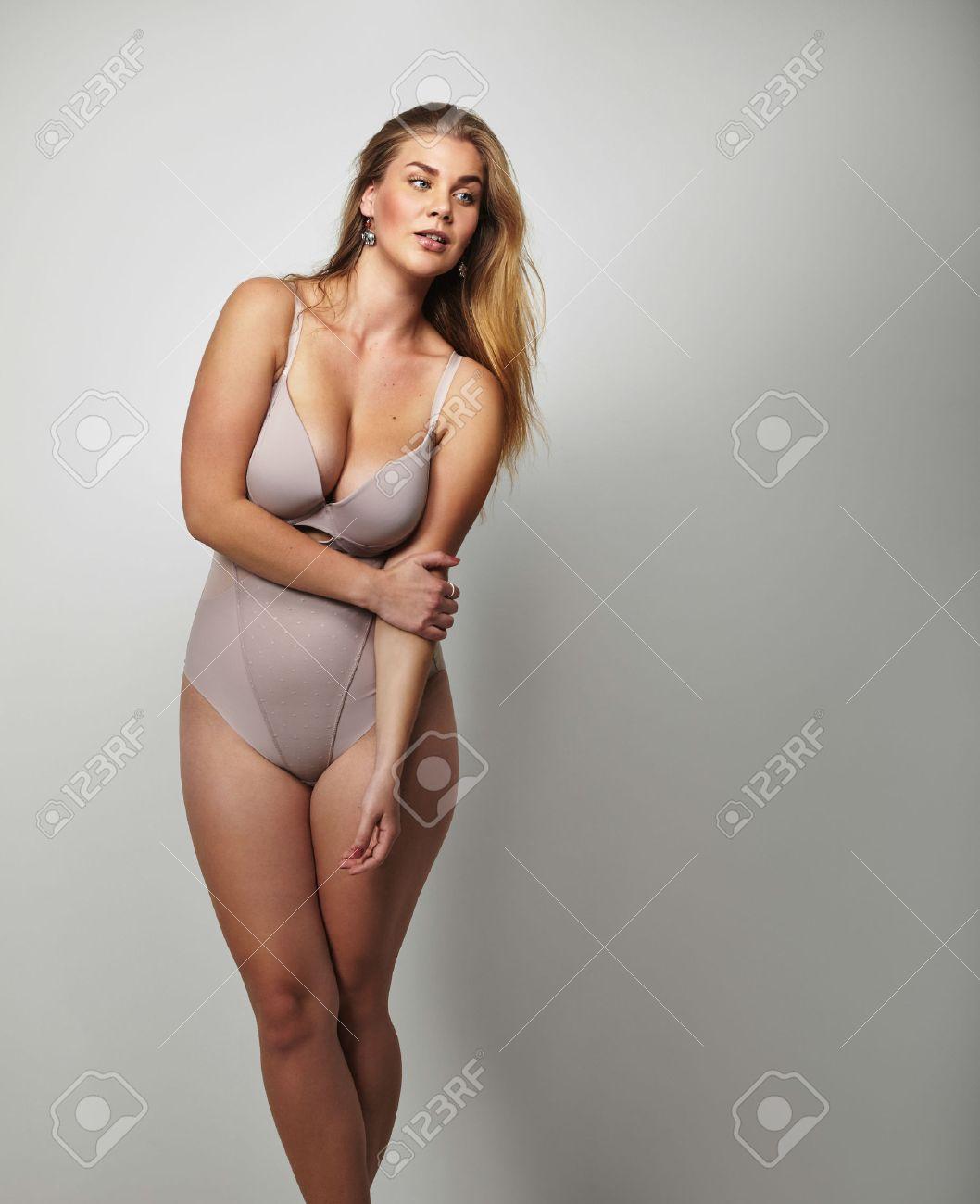 Wollüstige Frauen in Dessous