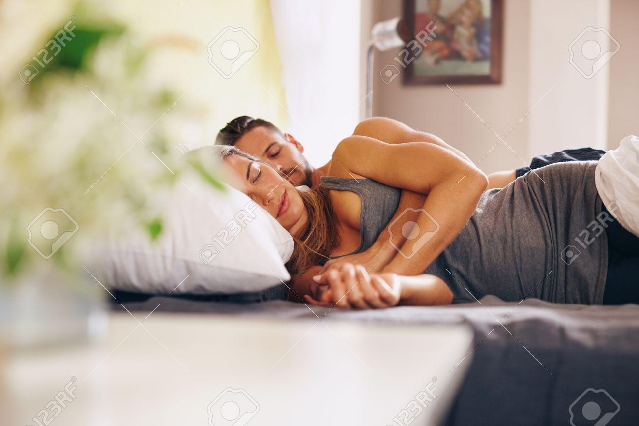 Утром жена и муж 8 фотография