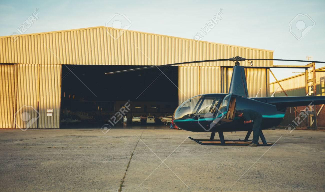 ヘリコプターのパイロットを取る...