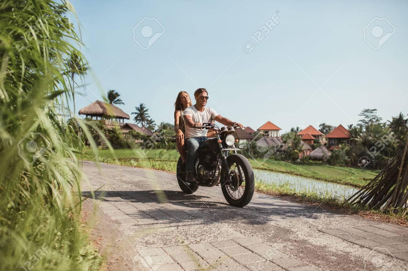 Conduire la moto d'un ami