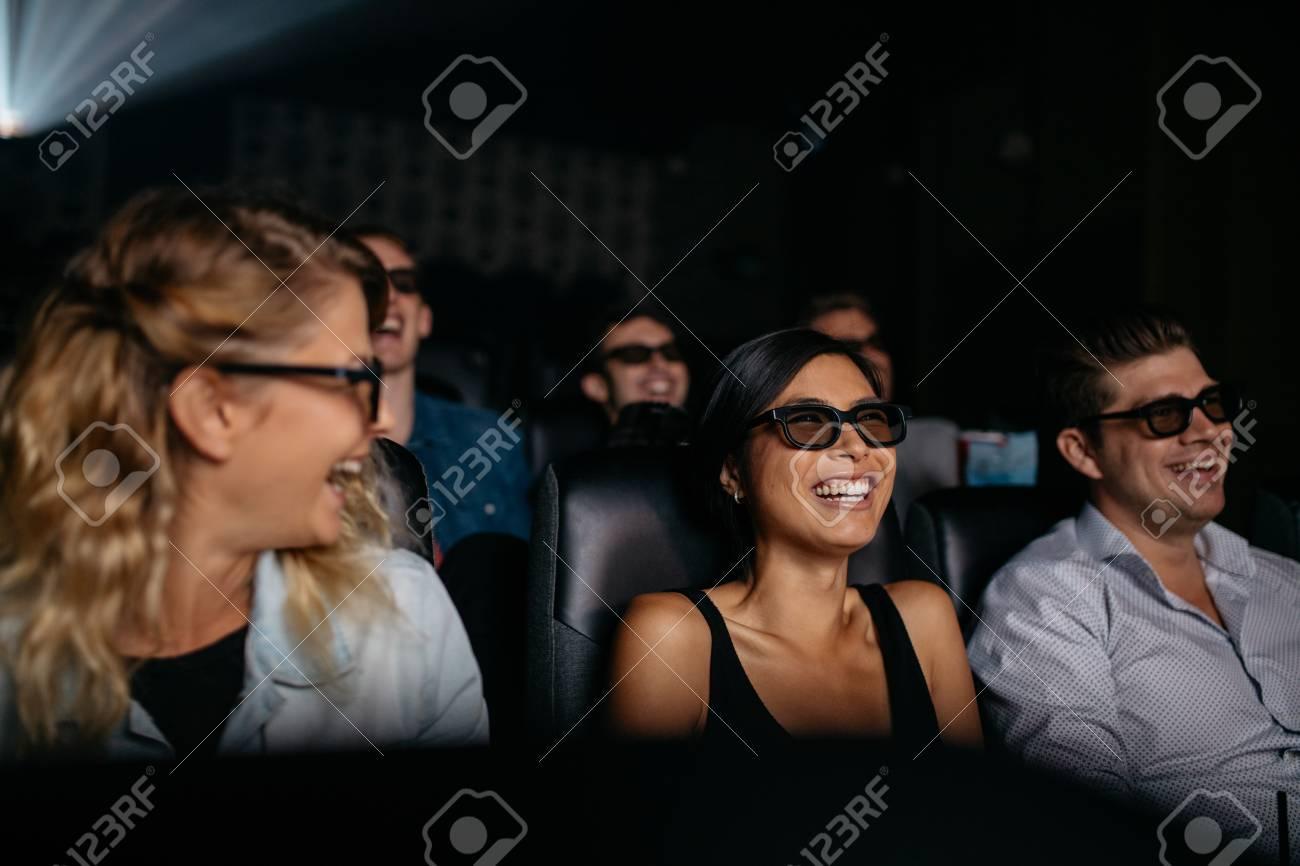 3 D の人々 のグループは、映画...
