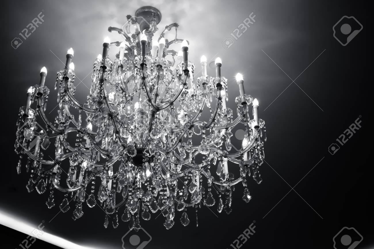 Kronleuchter Vintage Schwarz ~ Luxus kristall kronleuchter vintage stil als schwarz weiß konzept