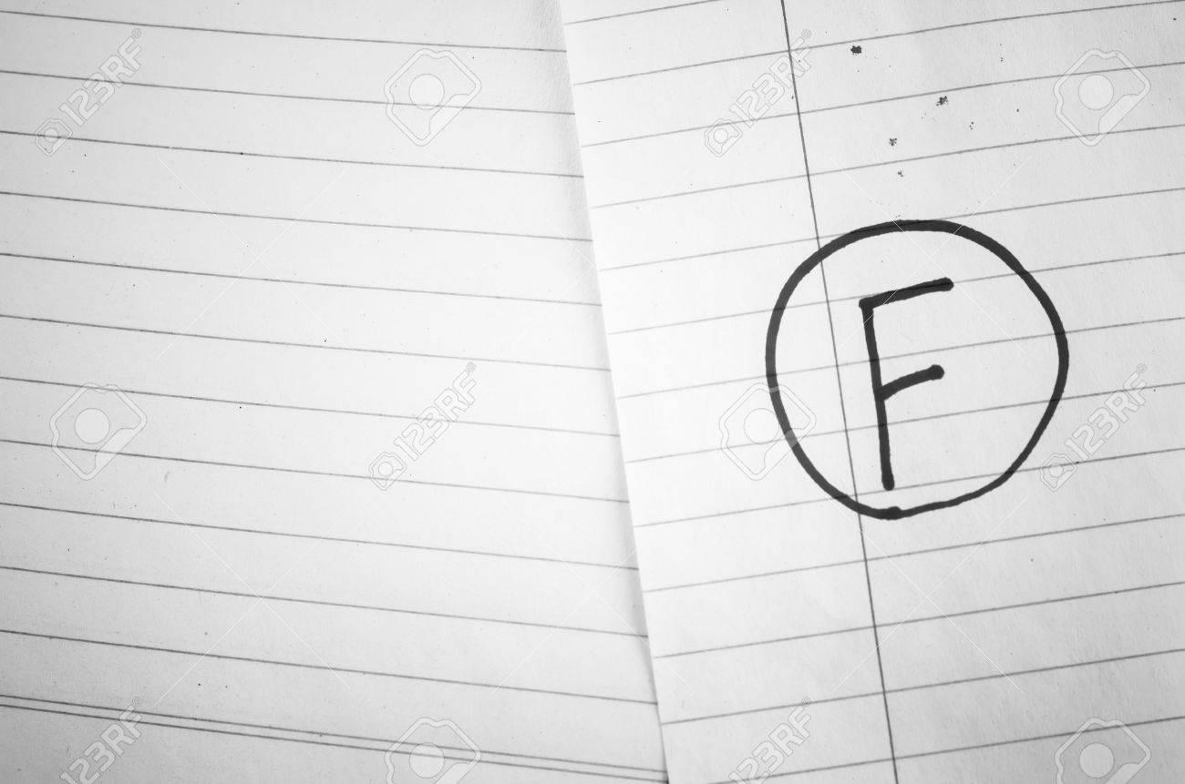 Grade F On Line Papier Hintergrund Schwarz-Weiß-Farbton-Stil ...