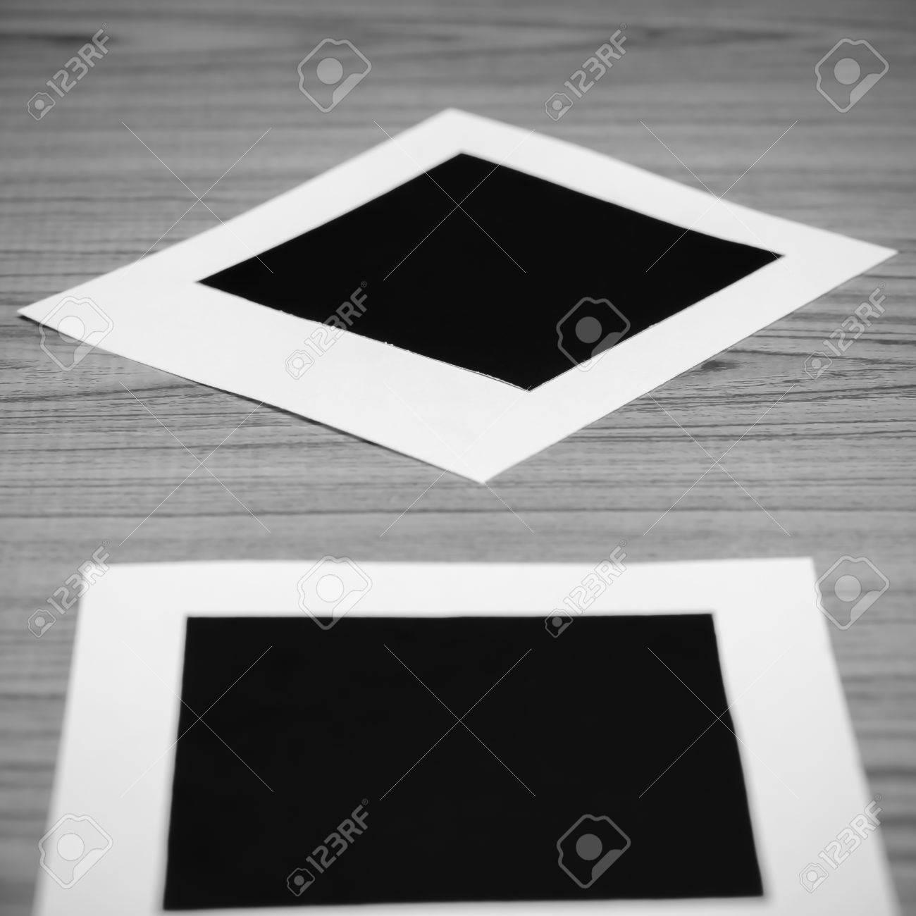 Fotorahmen Auf Holz Hintergrund Schwarz-Weiß-Farbton-Stil ...