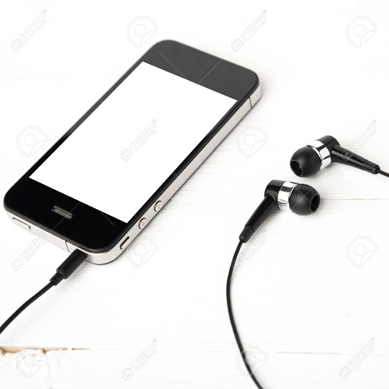 Téléphone Portable Avec Des écouteurs Sur