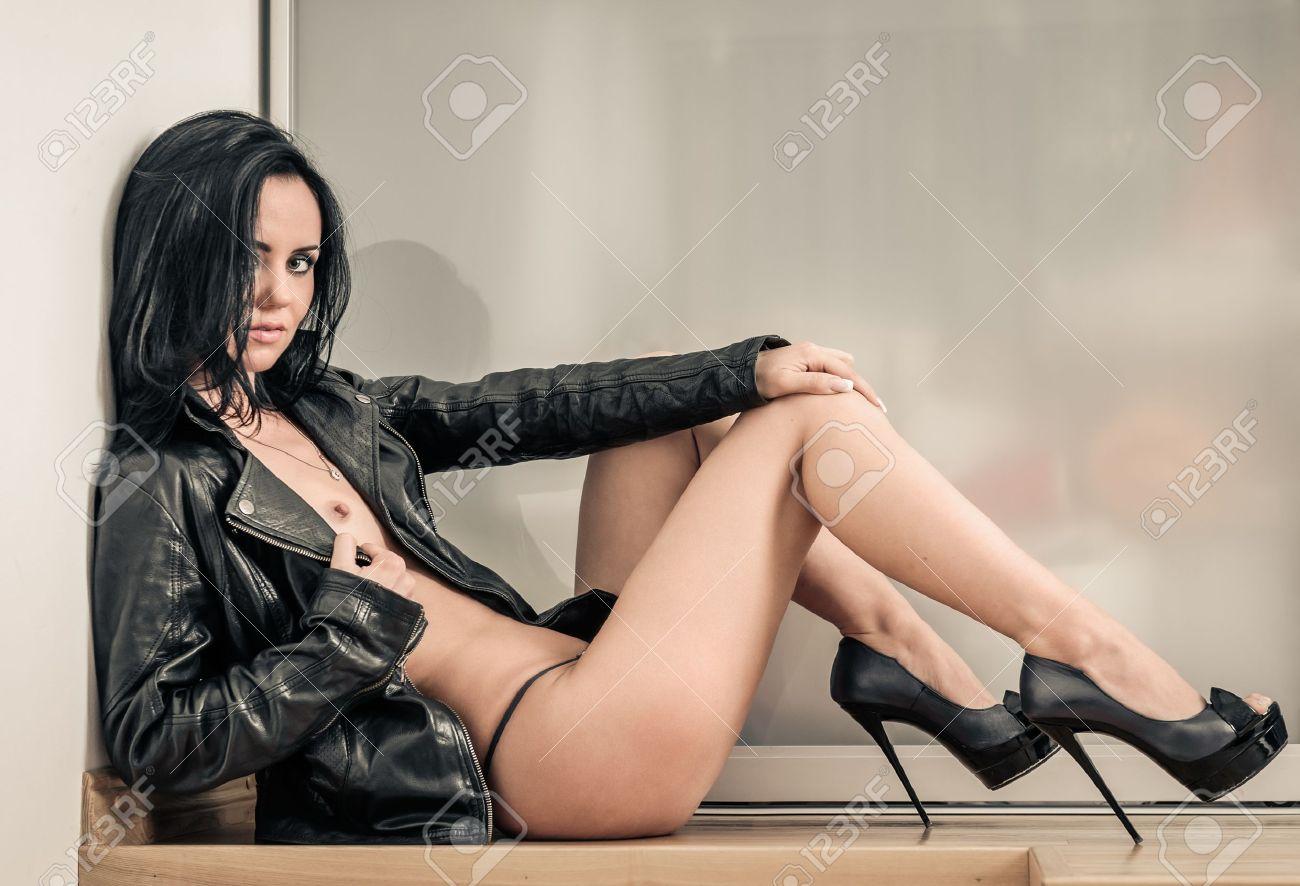 Секс в кожаной куртке порно 19 фотография