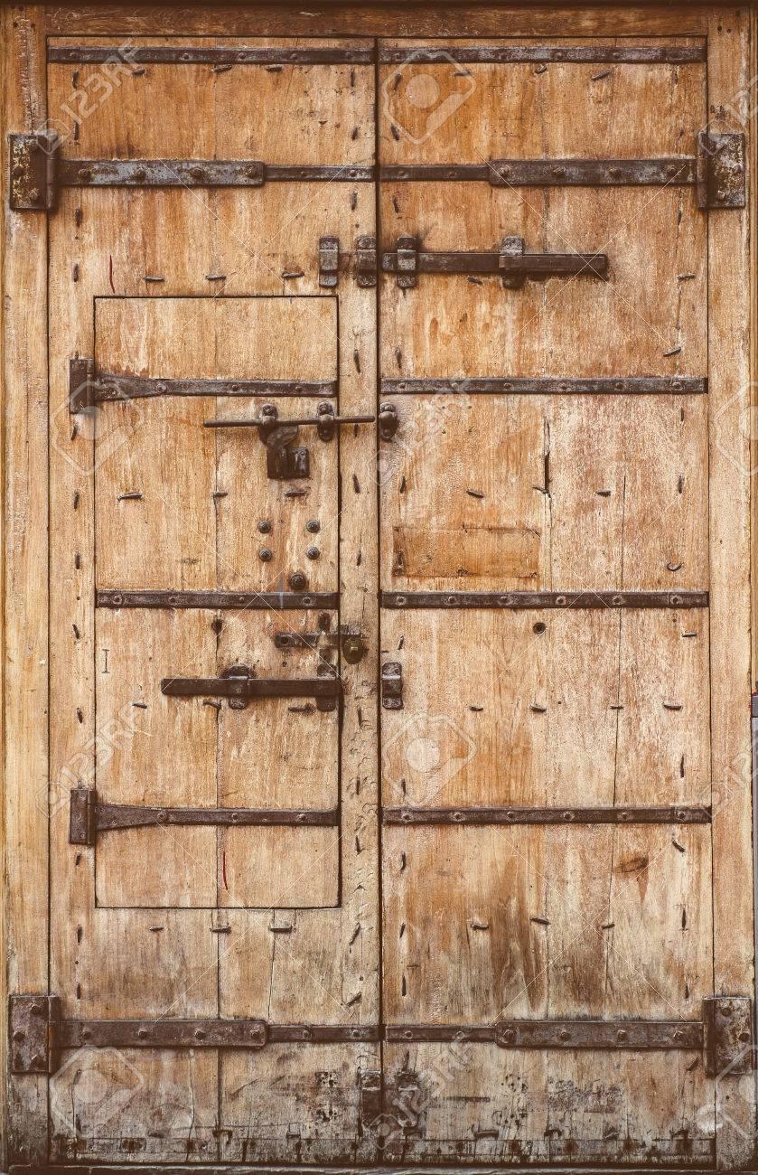 Porte En Bois Ancienne Avec Serrures Métalliques Banque Dimages Et
