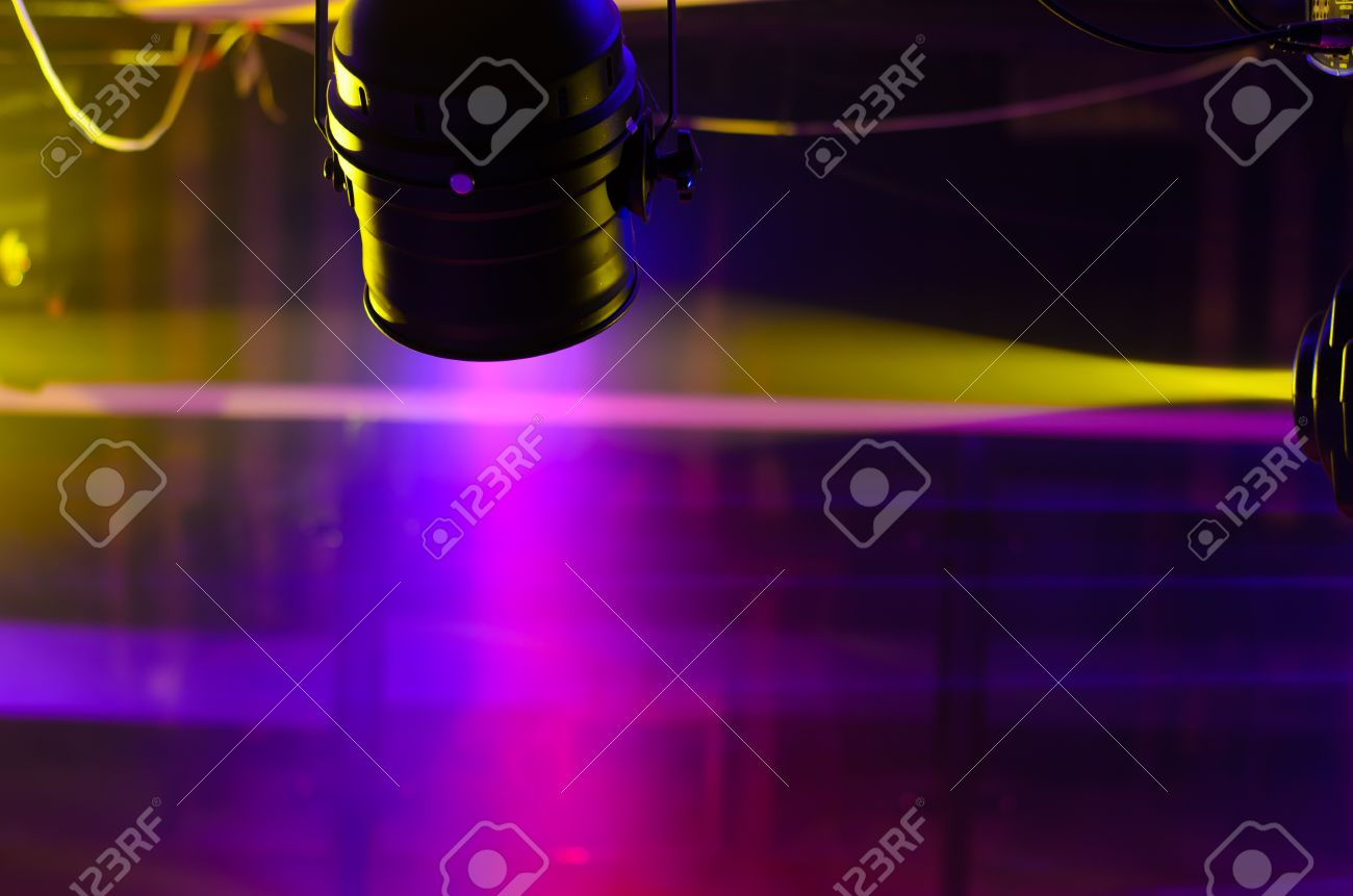 Stage lighting equipment made of Fresnel lights and ellipsoidal reflector spotlight mounted up to illuminate concerts & Stage Lighting Equipment Made Of Fresnel Lights And Ellipsoidal ...