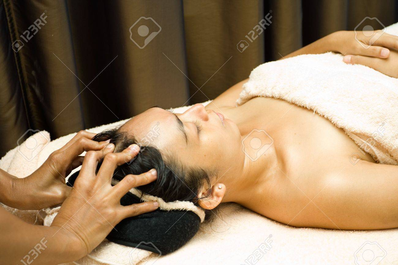 face massage in facial treatment session at beauty clinic Stock Photo - 5977730