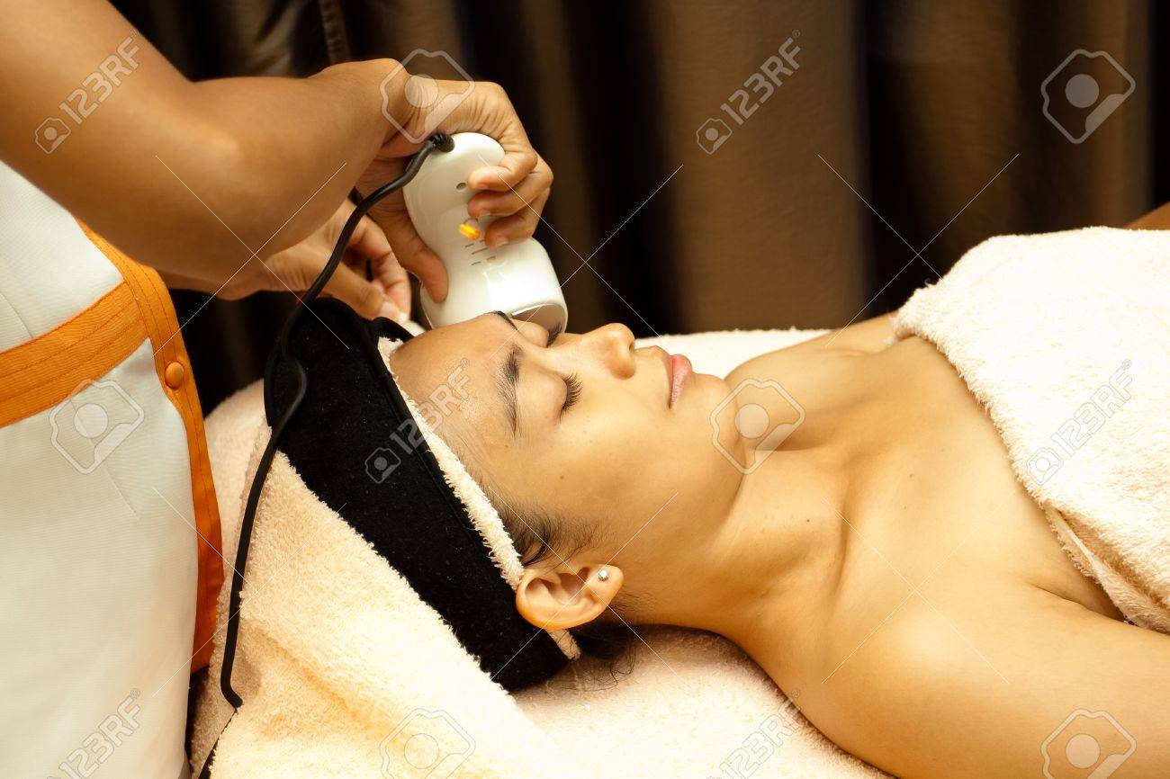 Asian young woman having facial treatment with collagen serum Stock Photo - 7744707