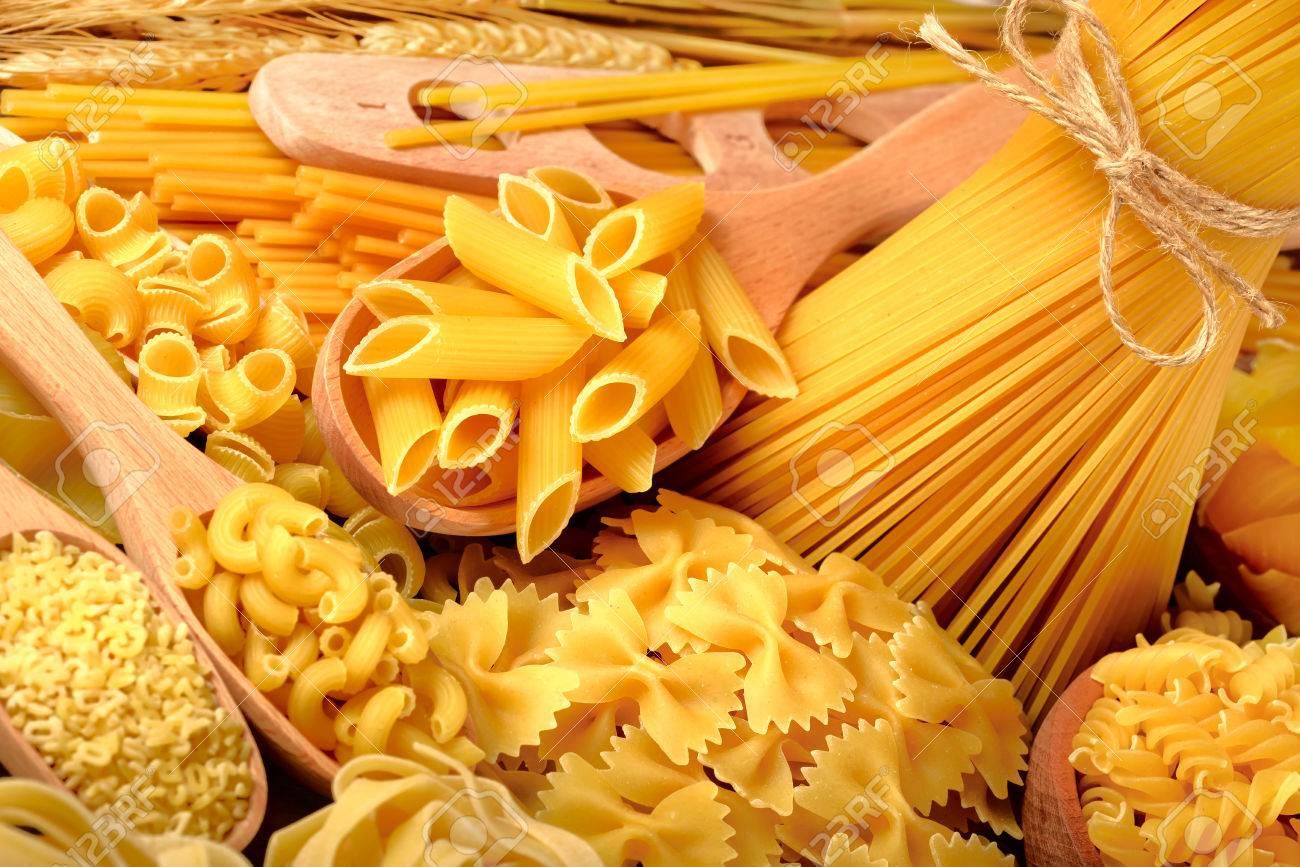 uncooked pasta - 61190436