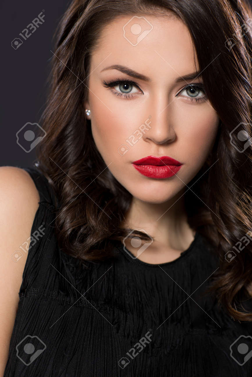 Beauty portrait of young woman - 58817909