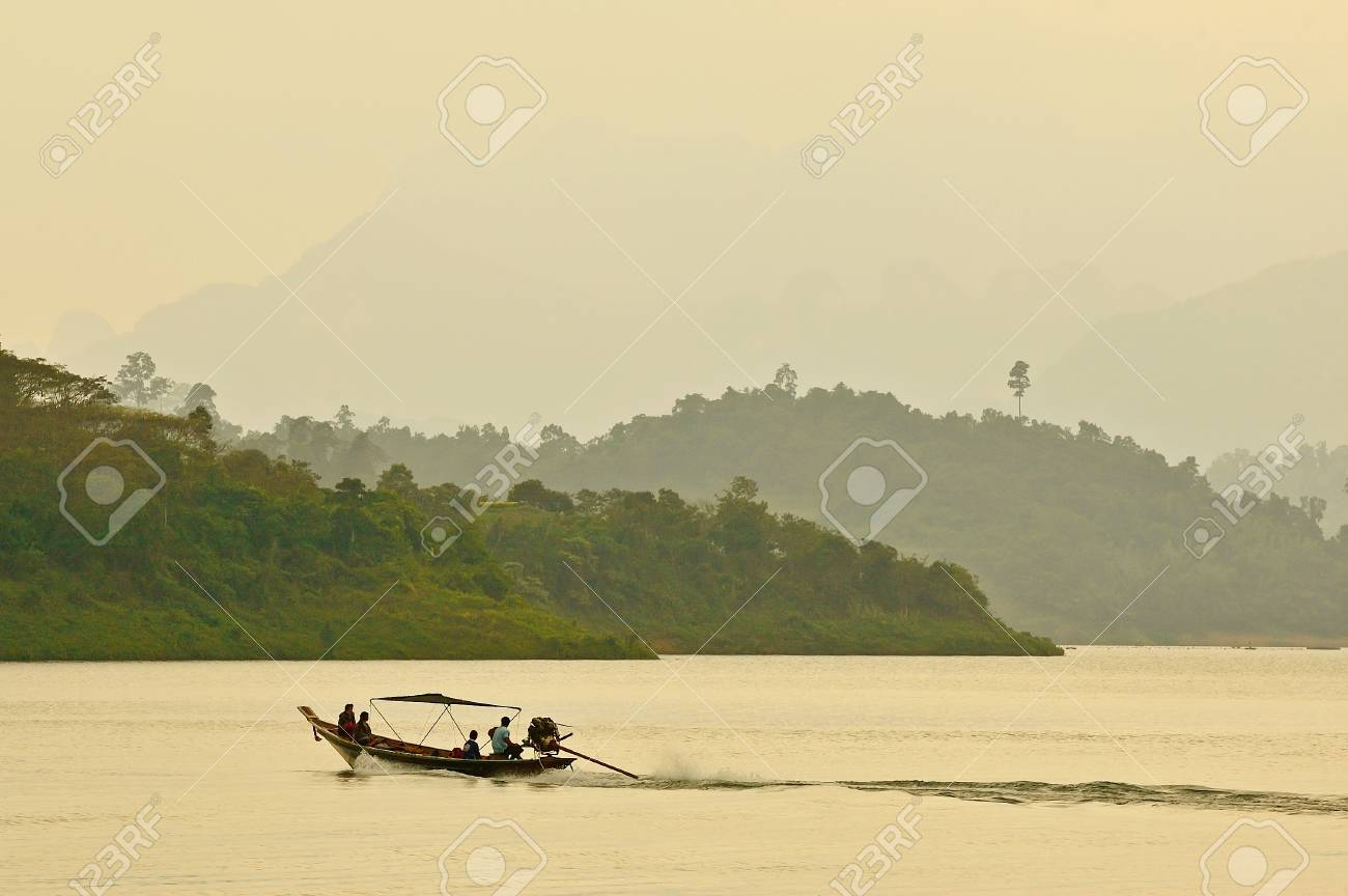 Beautiful mountains and river natural attractions in Ratchaprapha Stock Photo - 22849512