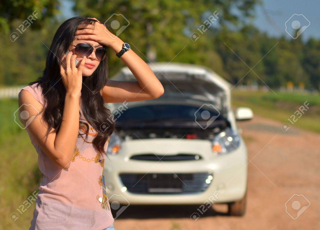 Car Broke Down >> A Woman Calls For Assistance After Her Car Broke Down