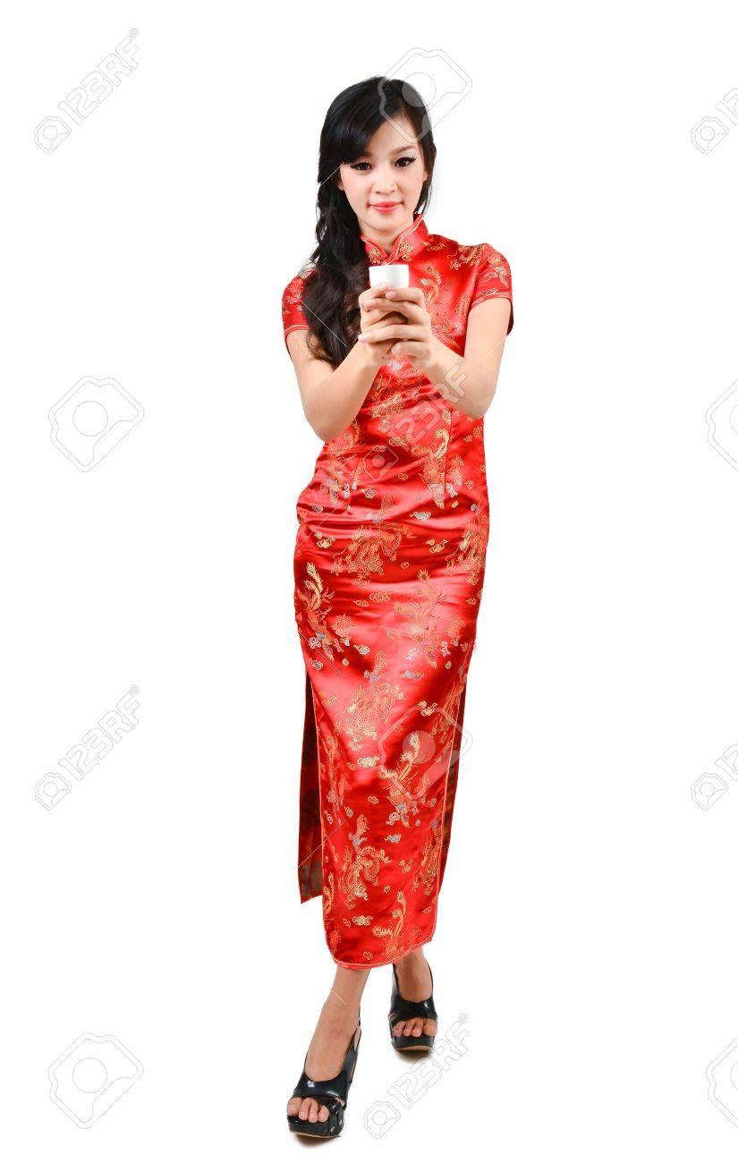 luxe conception populaire conception populaire Jolies femmes avec cheongsam robe traditionnelle chinoise et de boire du  thé sur fond blanc
