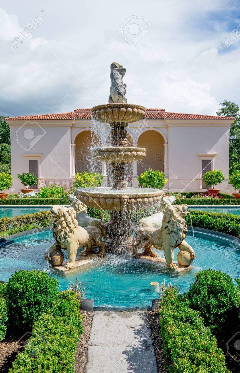 A Fountain In Hamilton Botanical Gardens Italian Garden Hamilton