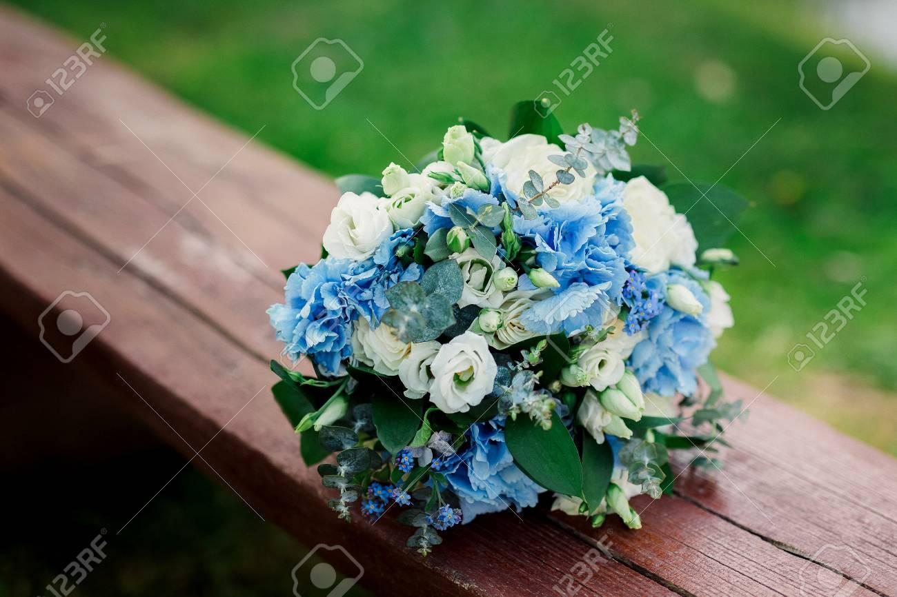 Schone Blaue Und Weisse Frische Blumen Hochzeit Bouquet Lizenzfreie