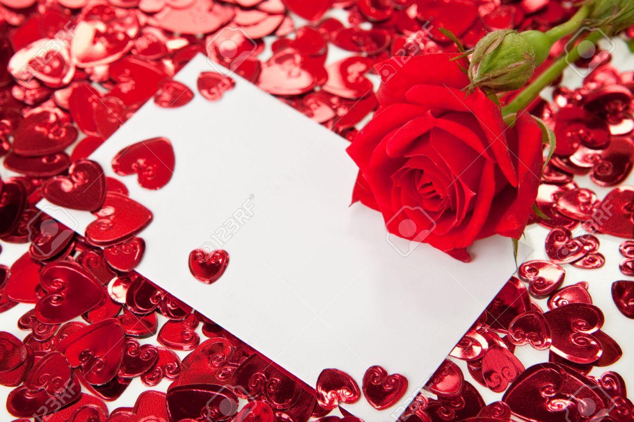 Préférence Rose Rouge Et Une Carte D'invitation Vierge Banque D'Images Et  DC34
