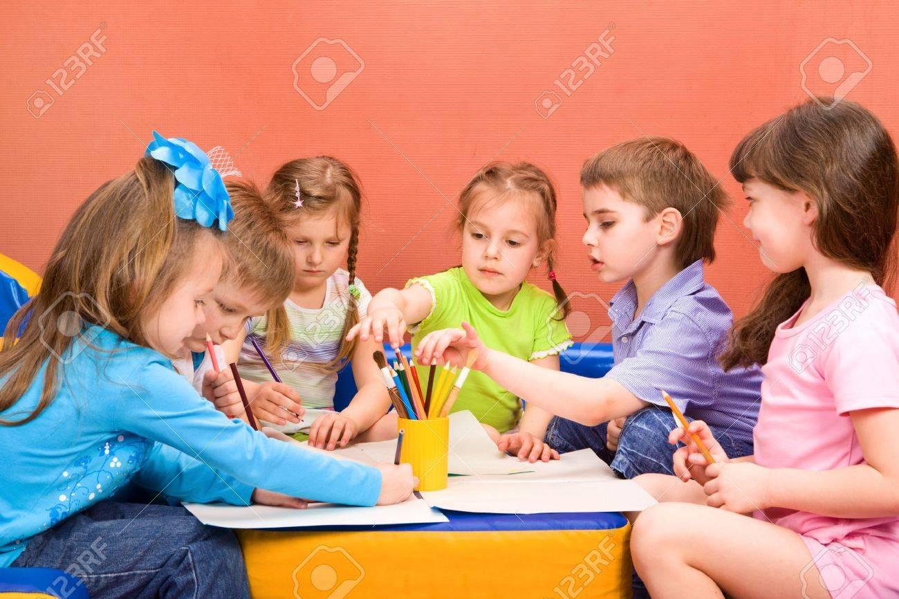 Art and craft activity in the kindergarten - 7380779