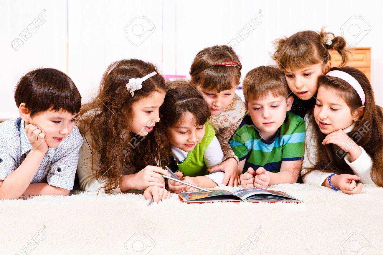 Kids crowd reading a book - 9060837