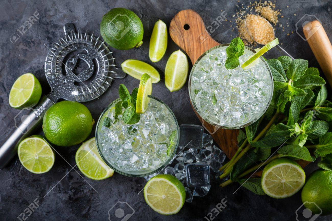 Mojito cocktail and ingredients Stock Photo - 75843205