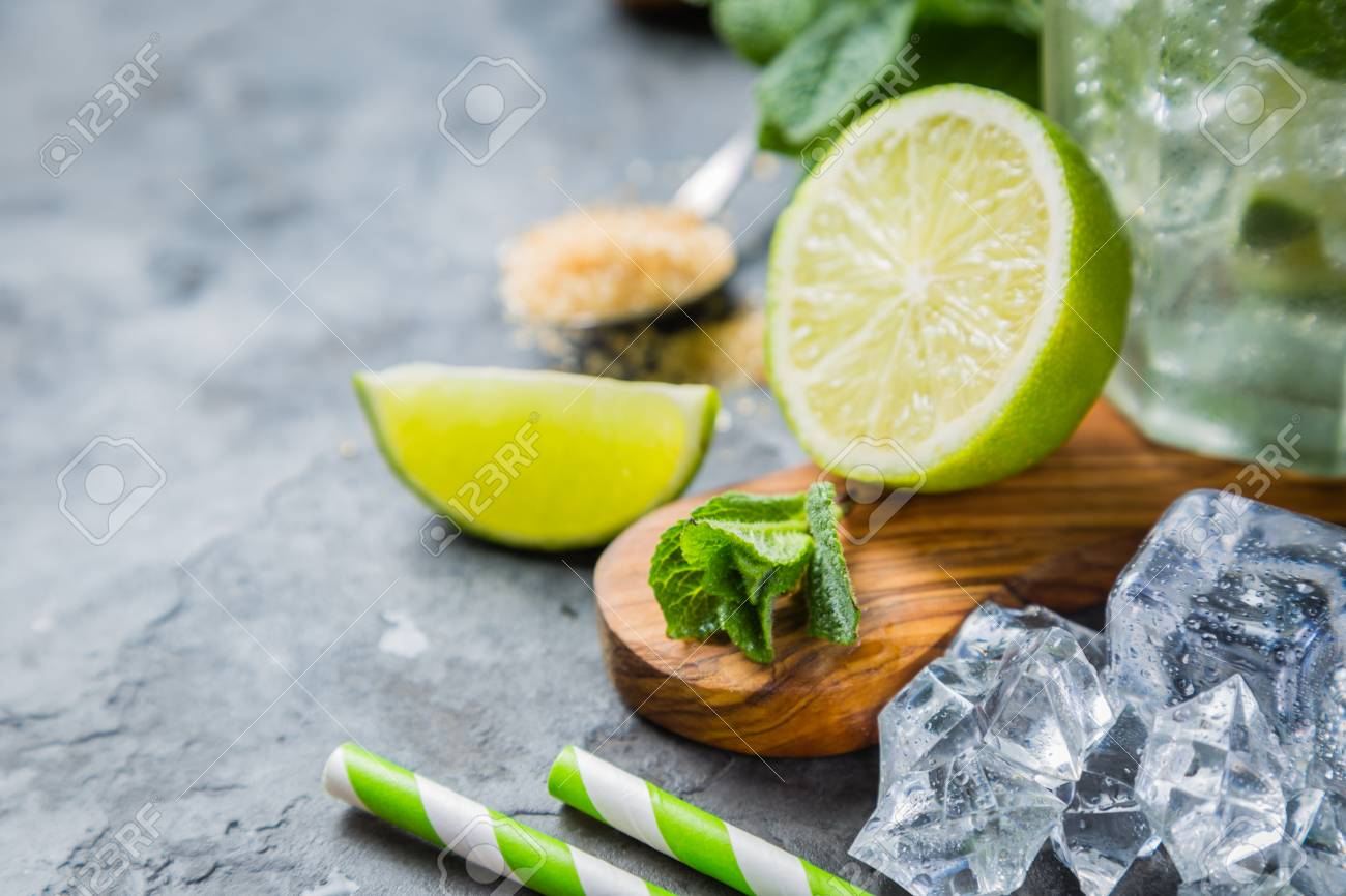 Mojito cocktail and ingredients Stock Photo - 75843209