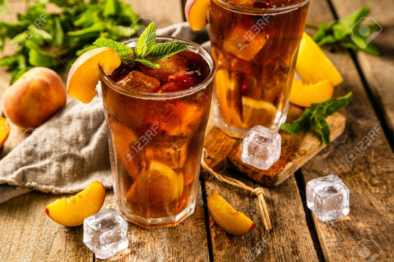 Lemon and peach iced tea on wooden background - 125133068
