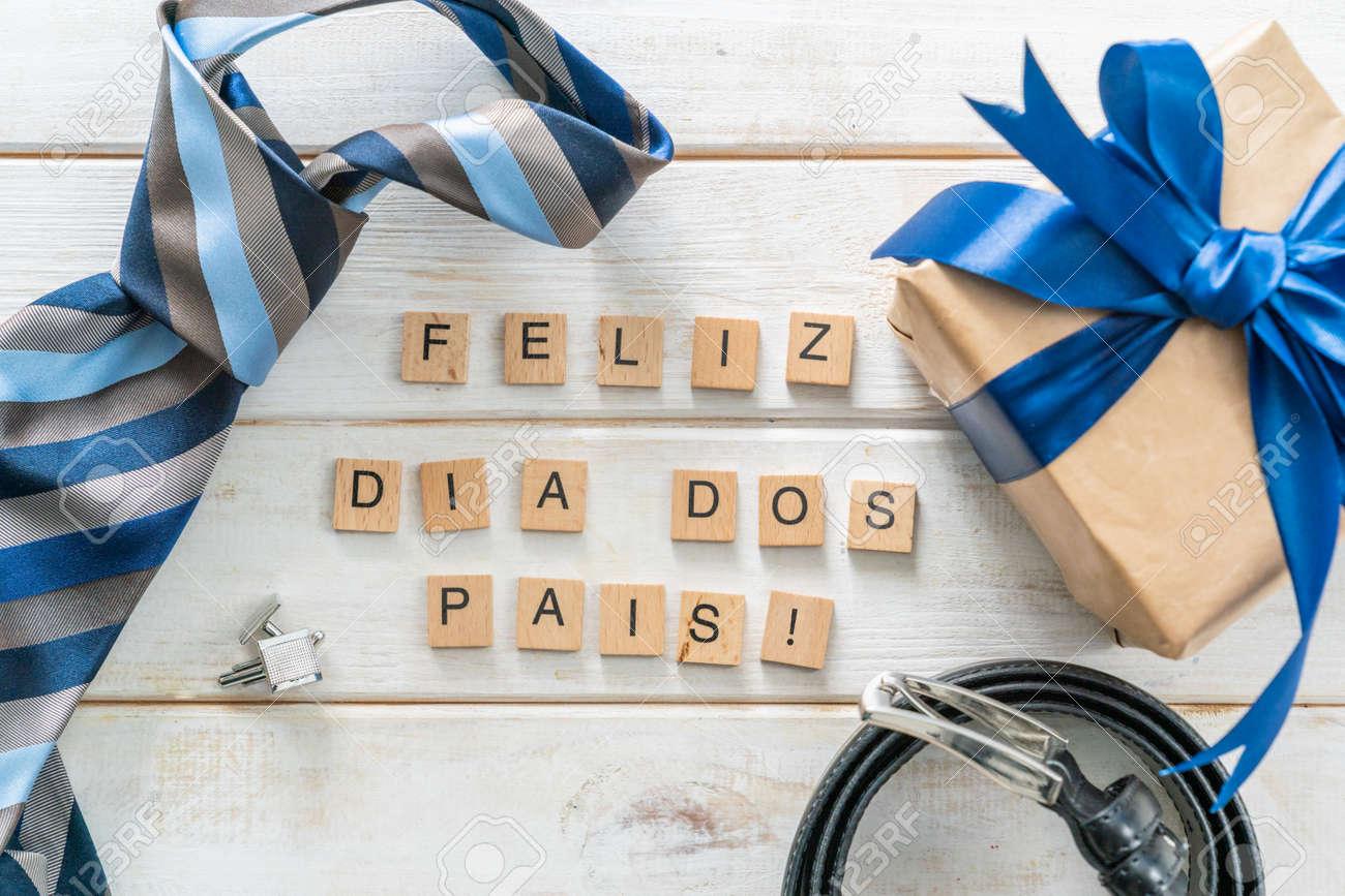 Dia dos pais concept fathers day - present, tie, belt - 164101143