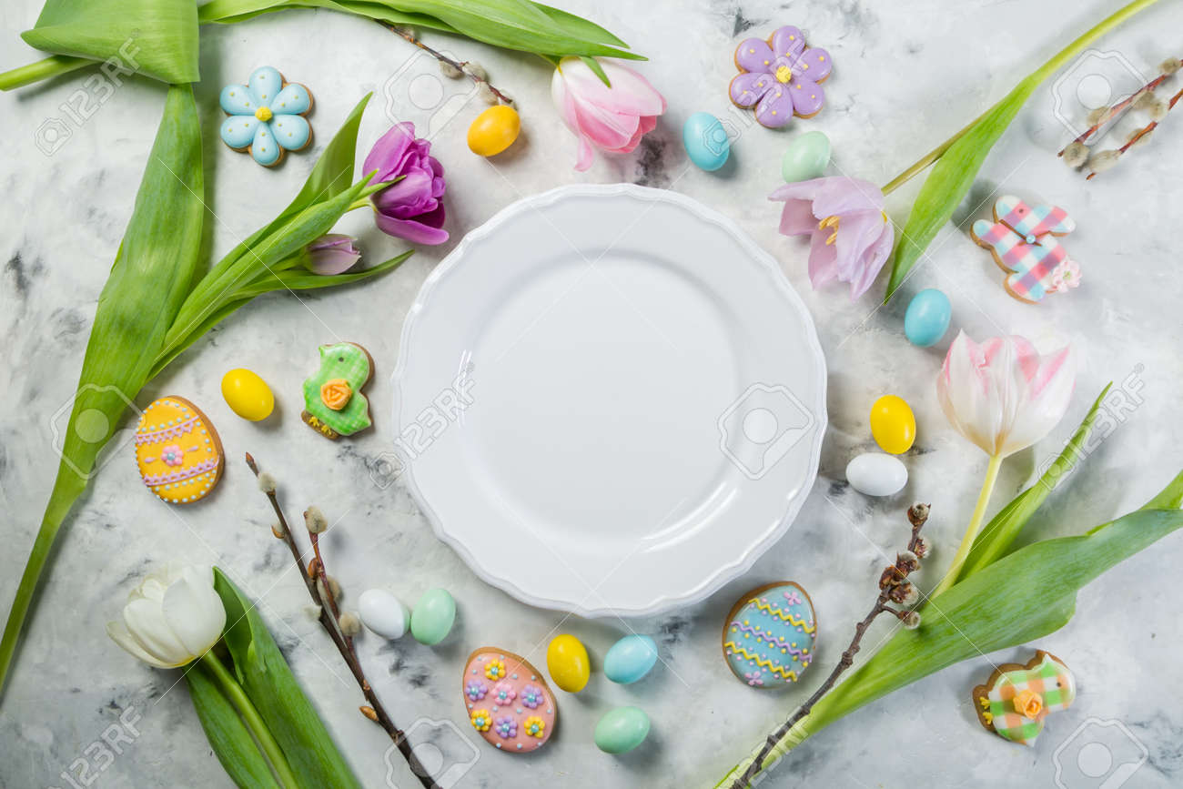Easter concept - table setting with flowers and cookies - 164100069